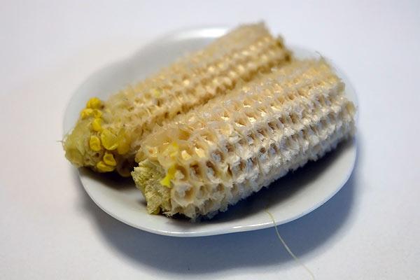 トウモロコシを綺麗に食べる